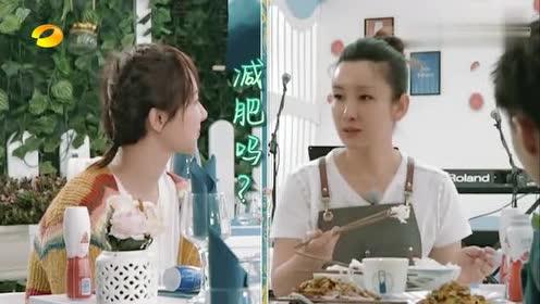 中餐厅:秦海璐大口大口吃饭,杨紫惊到睁大瞳孔,偶像包袱全无!