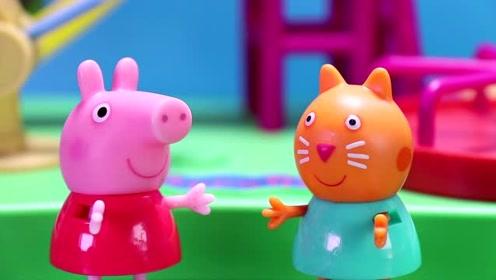 公园里 坎迪正在给小猪佩奇讲解 我们为什么要上月球 玩具故事