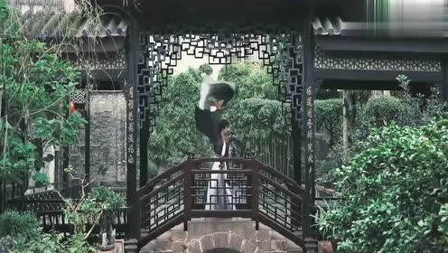 小哥哥独舞《缘分一道桥》,这绝美的舞姿中,竟透着阳刚之气啊!