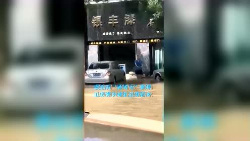 男子向积水中扔碎玻璃 民警蹚水打捞半小时