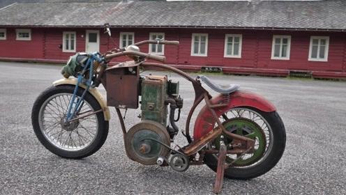 """大叔翻出80年前""""摩托车"""",修好后还能开,只是车钥匙太逗了!"""