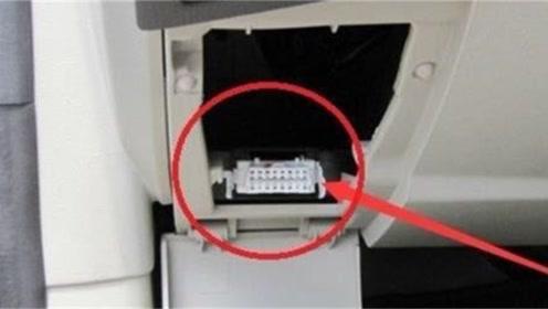 方向盘下的一个小孔,对汽车年检很有用,车主们不要再浪费了
