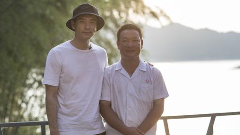 演员李光洁探访孤岛村医:一人一船坚守20年 曾出诊撞巨石落水