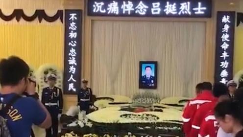 一路走好!消防员吕挺告别仪式 上万市民自发路边含泪送别