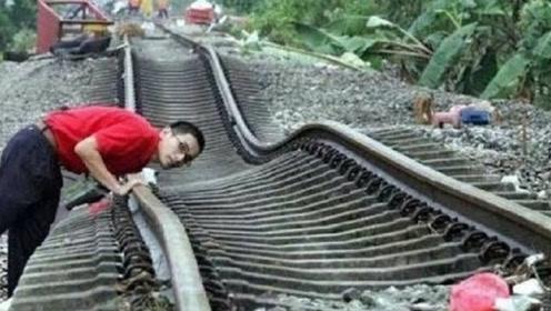 """世界最""""不正经""""的火车,铁轨弯弯曲曲,随时都可能出轨!"""