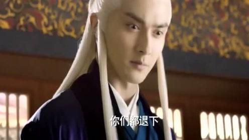 东华帝君看到小凤九受伤,居然就用眼色责怪司命,司命真无辜!
