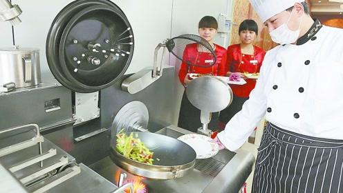 为什么厨师在炒菜时喜欢颠锅?是为了让菜更好吃,还是为了耍帅?