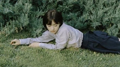 沈月身材虽糟可颜值一流,穿条纹衬衫配黑色短裤,美成日系小女孩