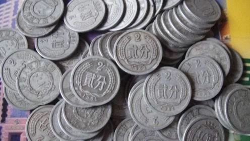 不敢信!这个年份的2分硬币,竟价值上万元,老玩家:幸亏收藏了