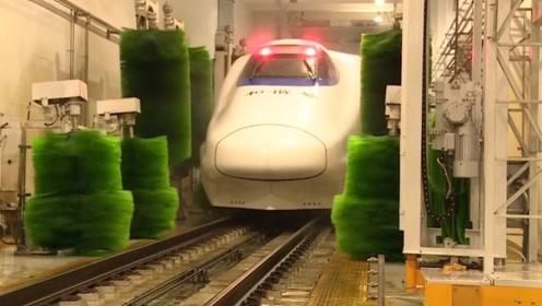 中国的高铁脏了是如何清洗的?让老外看到后直呼:太厉害!