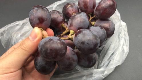 葡萄别再用清水洗了,比不洗还脏,教你正确清洗方法,都看看吧!