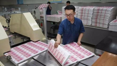 印钞厂工人一个月的工资,究竟有多少?说出来你敢信!