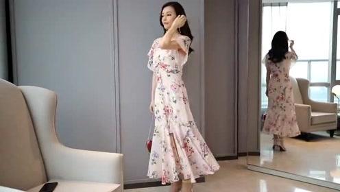 这新款连衣裙,修身显瘦还减龄