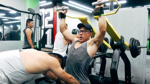 背部干货:背部肌肉太薄弱?6个动作让你躺着翻身都困难