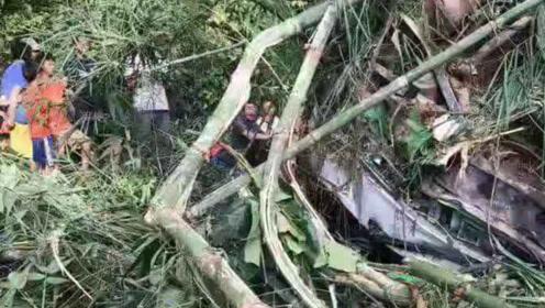 老挝车祸已致13死 中方遇难人数暂未确定