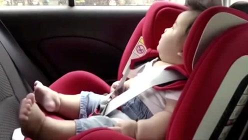 小宝宝第一次听到打雷声,本以为被吓到,结果宝宝的反应萌翻!