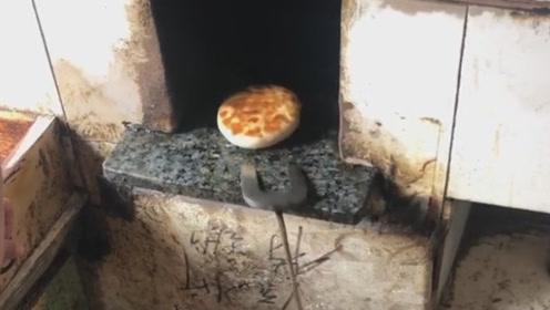 有名的潍坊肉火烧,现在这种炭烤的已经不多见了!