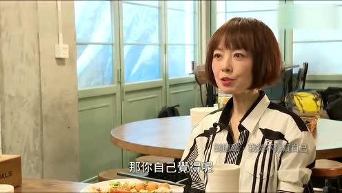 刘德华与鲁豫现身小餐馆 两人吃的津津有味