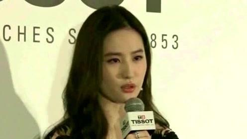 刘亦菲终于不瞎穿了,看到路人镜头下这身材,网友:还是换回去吧