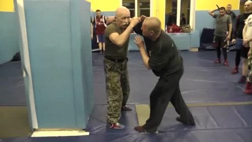 退伍的特种兵大叔,教你几招撂倒持刀歹徒,反应速度快