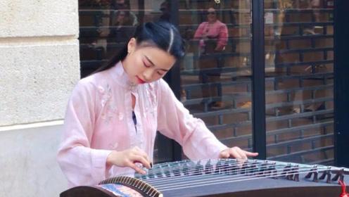中国姑娘法国街头弹古筝,老外:太美了
