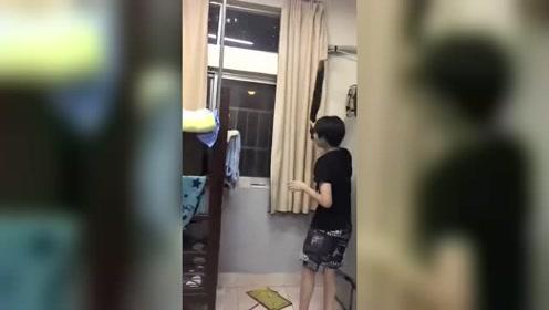 当一只鼠跑到男生宿舍