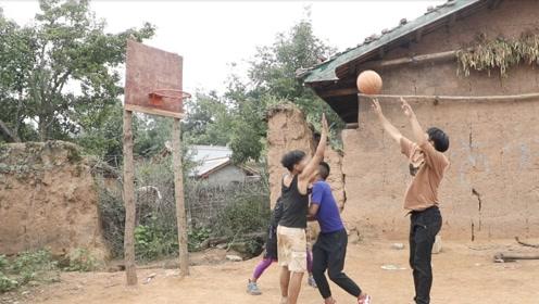 农村孤儿吃百家饭考上大学:赚钱了想帮村里修篮球场