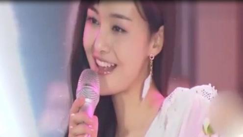 郑爽十周年生日会演唱《告白气球》小奶音好甜美!