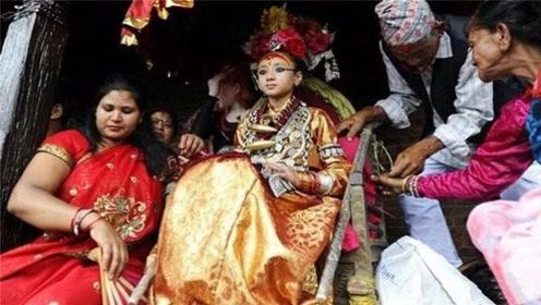 """尼泊尔""""活女神""""双脚不能沾地,在位受万人敬仰,退位后不能结婚"""