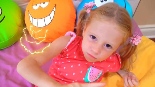 小萝莉在床上发脾气,爸爸找来各种枕头都被嫌弃,气到走人!