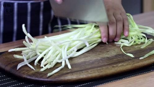 韭黄炒红椒,真正的家常快手菜,好吃又下饭,值得家中一试