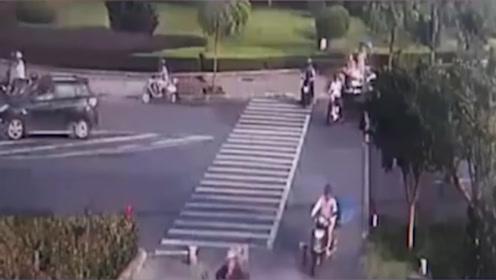 浙江一男子被撞卷入车底,13名兵哥哥飞奔而来合力抬车救人