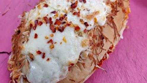 印度著名的拉朱三明治,各种食材放好几层,难怪很多外地人不敢吃