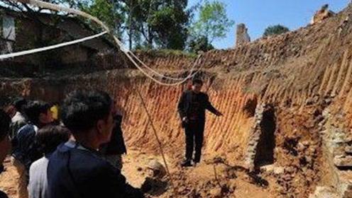 考古队发现一座宋朝墓穴,准备挖掘却被一位老人阻拦