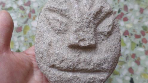 鬼斧神工!一块大石头拥有着人脸,专家:大自然刻的!