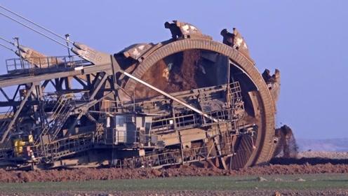 中国改造十层楼高挖掘机,车身装300个铲斗,租金一天500万