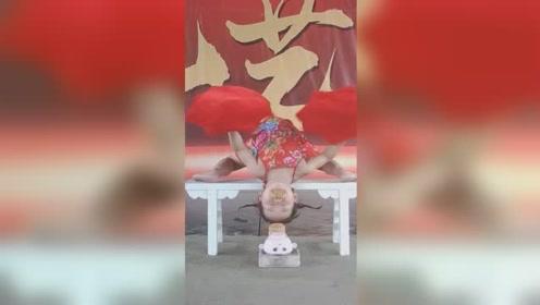 4岁萌娃杂技表演劈叉下腰走红,1分钟能连翻31个跟头