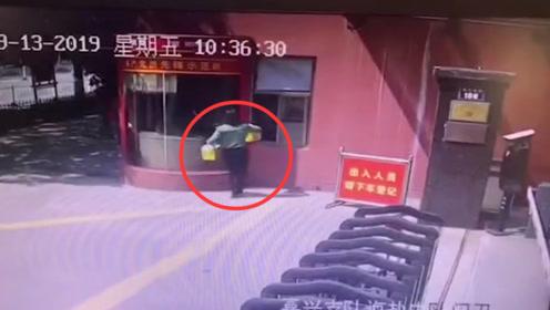 """暖心!中秋佳节消防队收到""""神秘""""奶茶和手工月饼"""