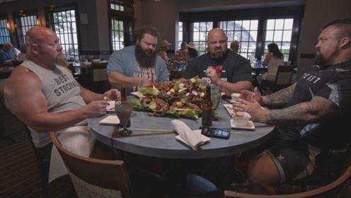 大力士挑战一万卡路里,桌子上的肉堆成一座小山,周围的人已看呆