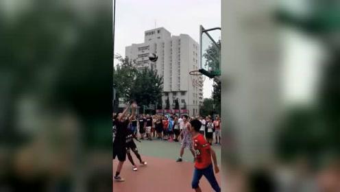 打篮球在你头上暴扣,被黑人学生完虐