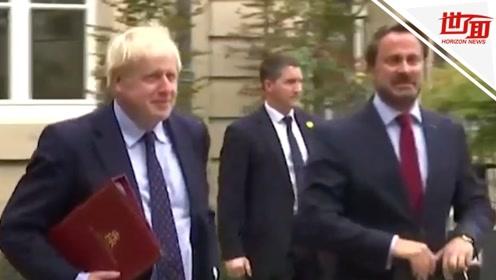 """英首相访卢森堡缺席发布会 卢首相对着空气""""嘲讽"""""""