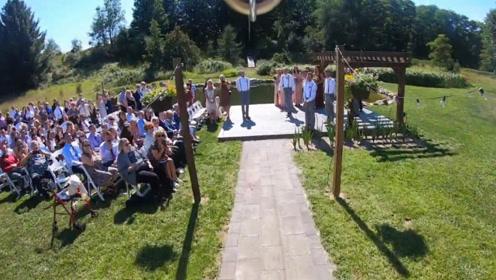 老外真会玩!新娘不走红地毯,拉着缆绳滑到婚礼现场