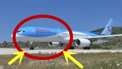 众人围观飞机起飞,没想到风力这么大,人都能吹走!