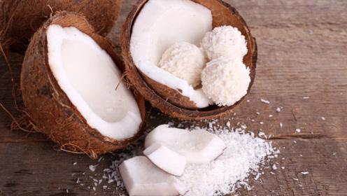 买椰子千万别挑有水晃动的,水果商贩:就喜欢这样挑椰子的顾客!