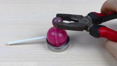 1000度的金属球放在棒棒糖上,看到最后,可惜了