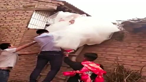 新娘翻墙出嫁,这是哪里的风俗,搞不懂!