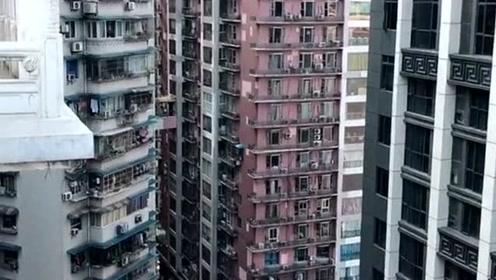 重庆山城的魅力,你的22楼楼顶却是人家地面1楼,长见识了!