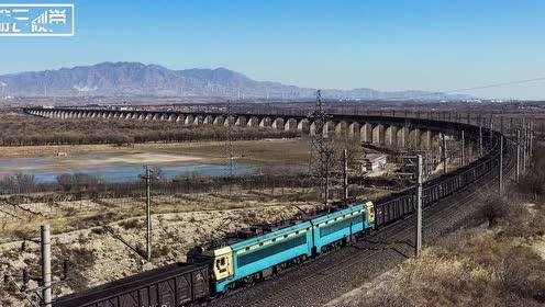 全球最长的一个火车,全身大约7000米,宛如一条巨龙