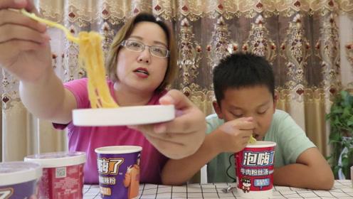 """试吃""""自嗨锅泡嗨了"""",听这名字就感觉特别好吃呢?赶紧泡2桶"""
