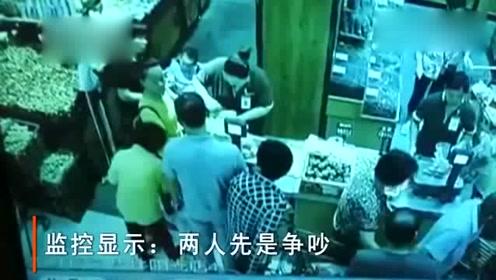 监控实拍!福州一超市女顾客向男顾客吐口水 被男顾客一巴掌反击